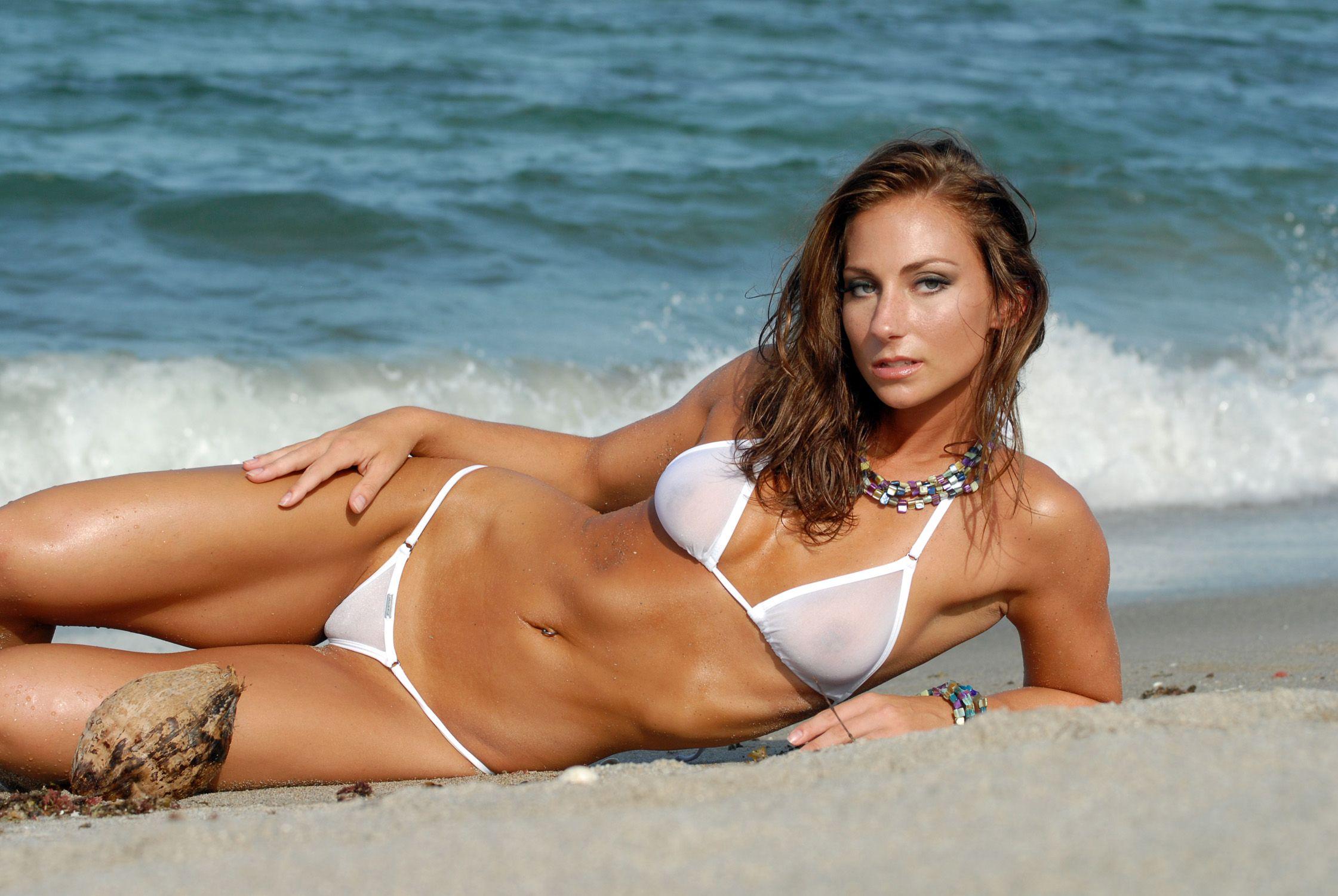 мини бикини на пляже женщины видео горячие ненасытные