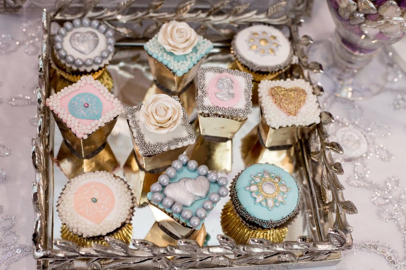Have you ever seen cupcakes that look so chic? Cupcakes designed and baked by Toronto's Edible Art Shop
