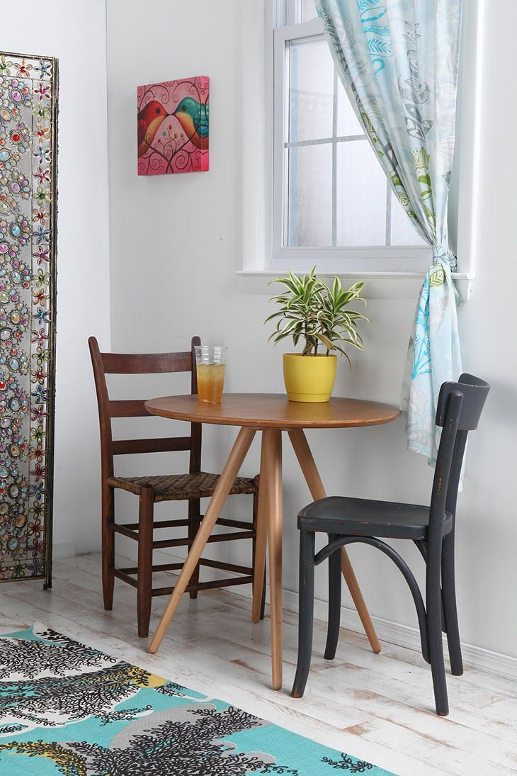 Cute tiny inexpensive table for a small eating space for Eating tables for small spaces