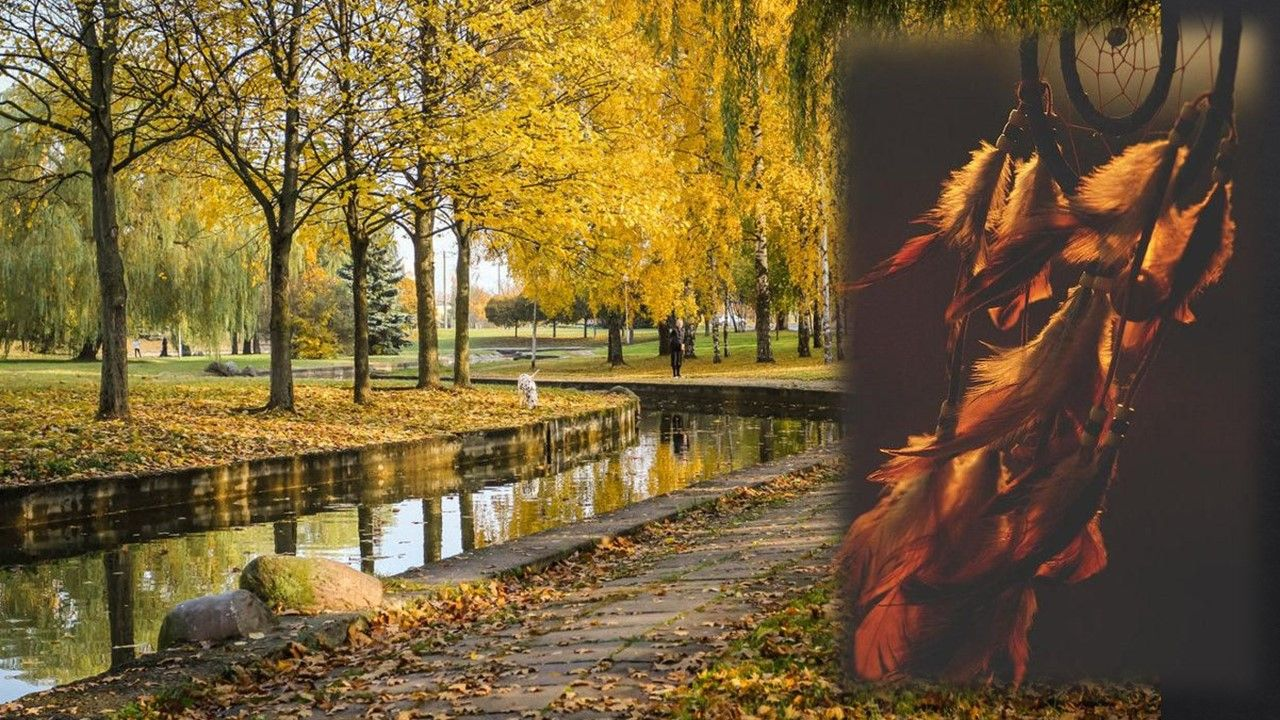 Осенью парки выглядят особенно пасторально. Один из самых красивых располагается в Лошице, ближе к центру есть Купаловский и на Комсомольском озере.