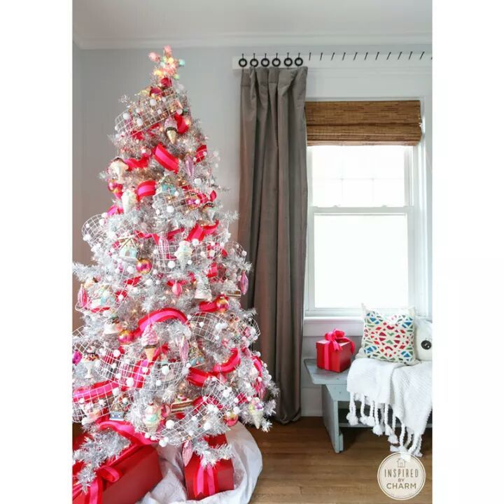 55 Appealing White Christmas Tree Decorating Ideas For A White