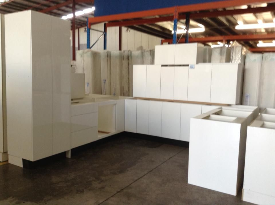 Another one of our ex-showroom, modern kitchens that is available at auction this week. A great U-Shape design and perfect for a larger home with open plan living zones this could just be the kitchen you're looking for.