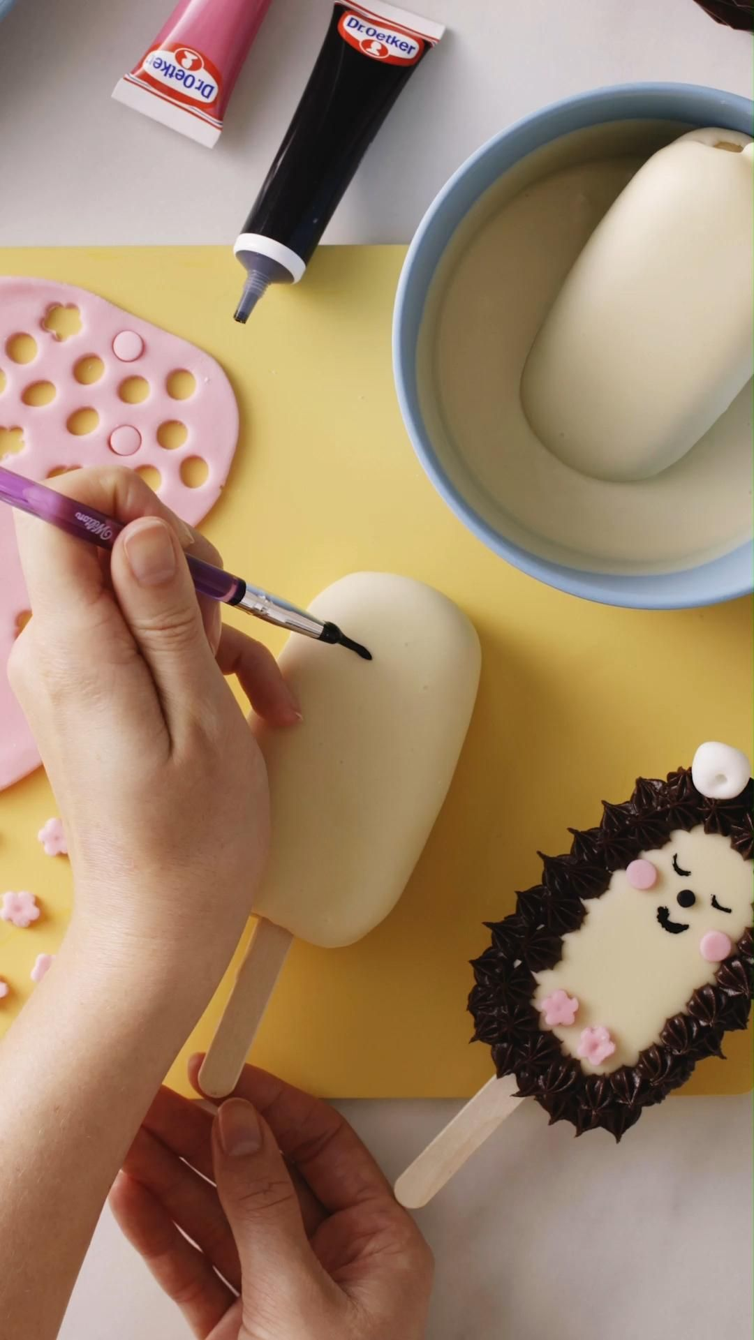 Kawaii Woodland Creature Cakesicles Video Recipe Video In 2020 Yummy Food Dessert Cooking And Baking Food