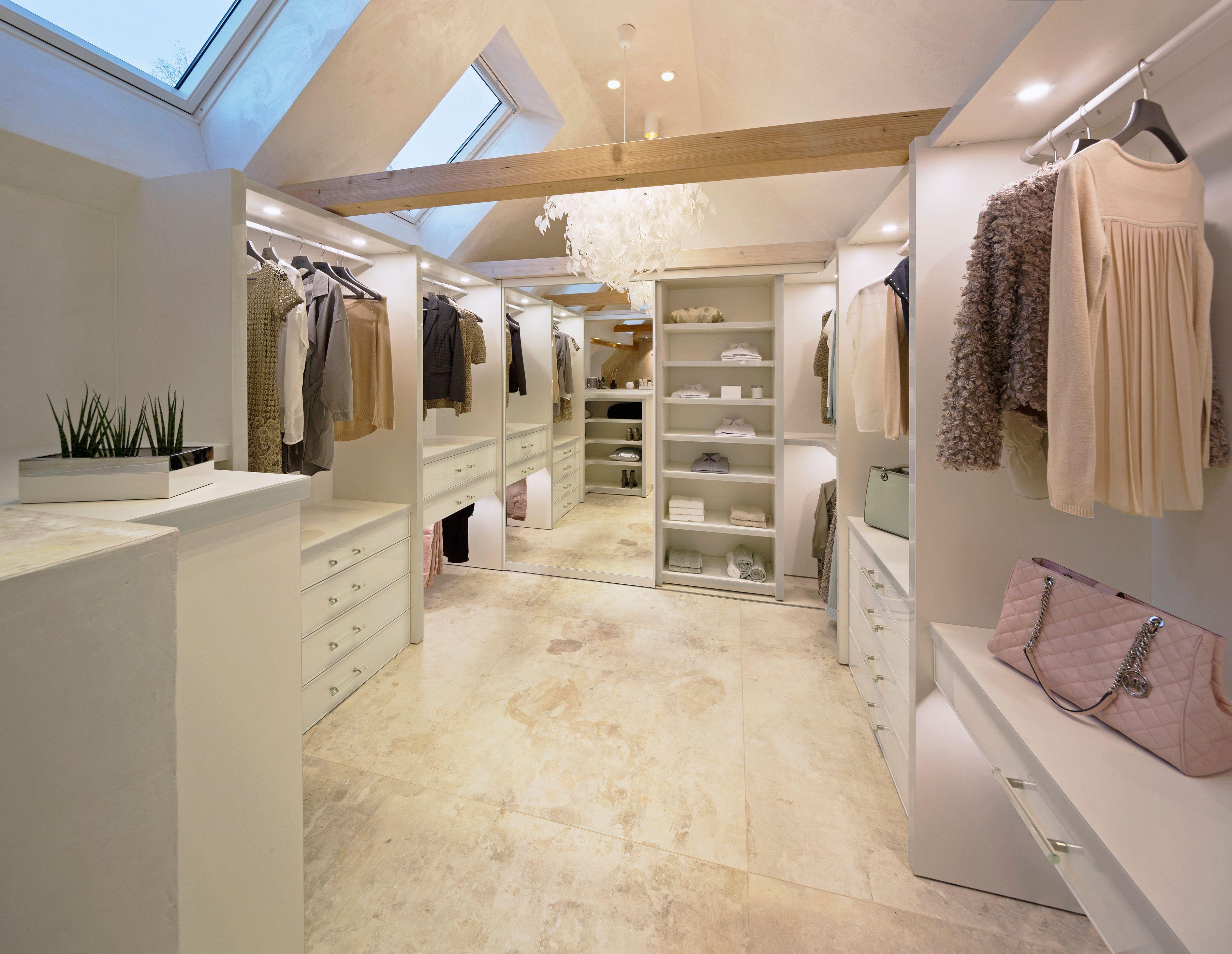 Einbauschranke Schiebeturen Nach Mass Begehbarer Kleiderschrank Dachgeschoss Begehbarer Kleiderschrank Dachboden Ankleide Zimmer