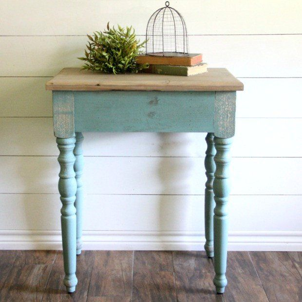 Classic Wooden Spindle Leg End Table