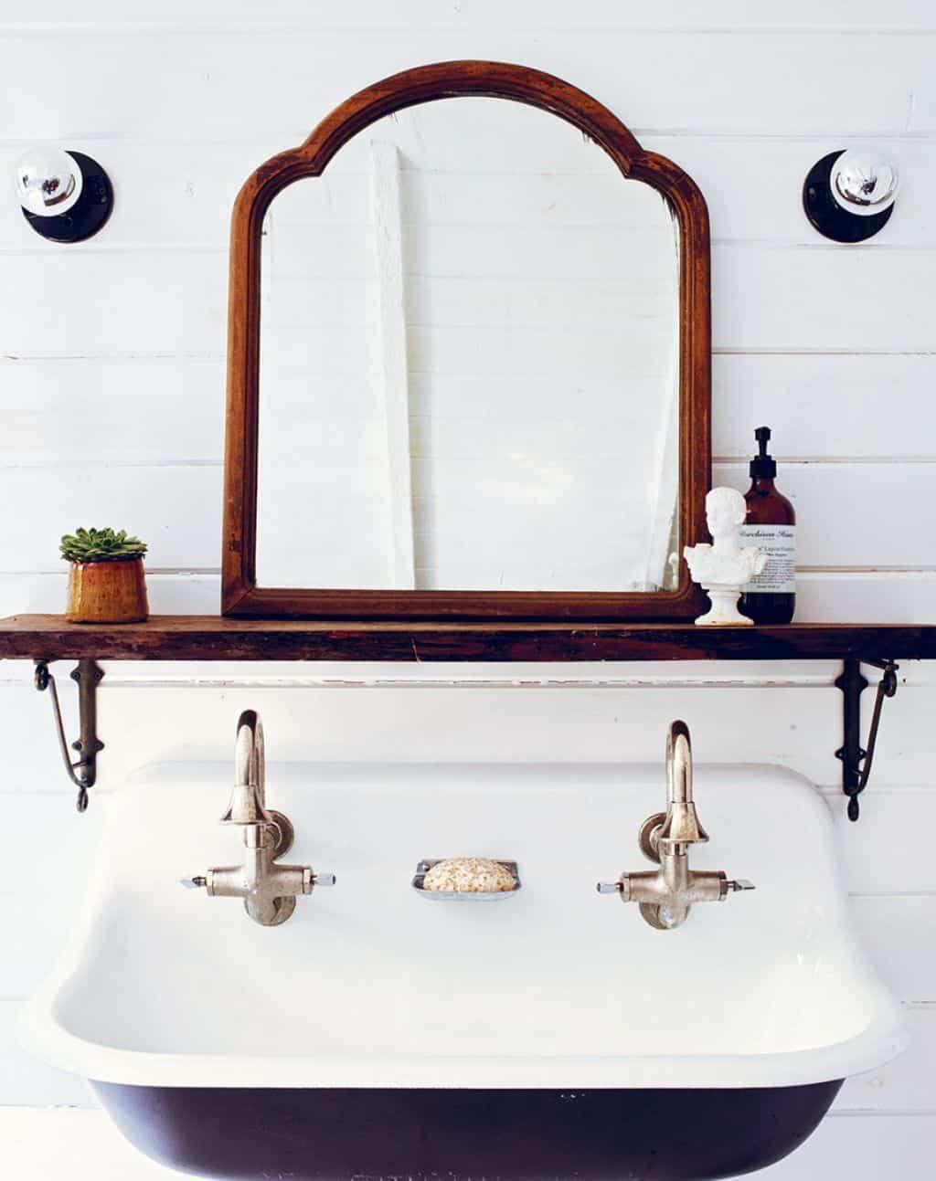 Photo of Timeless Vintage Bathroom Fixtures