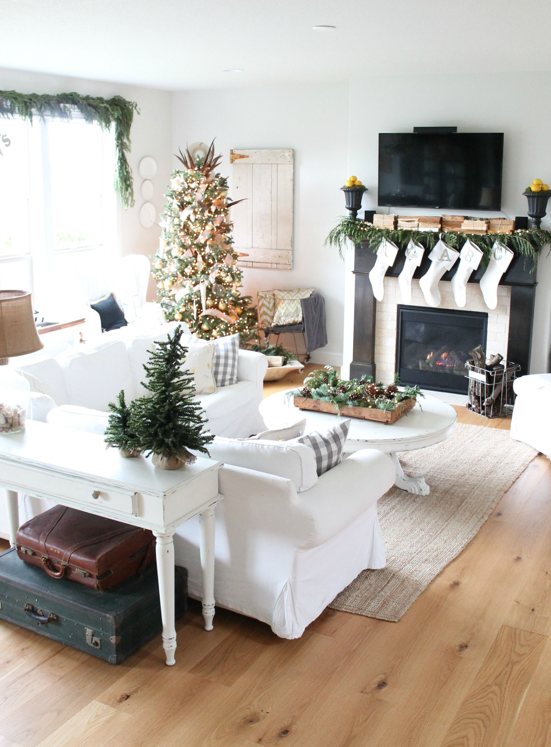 farmhouse christmas living room ideas