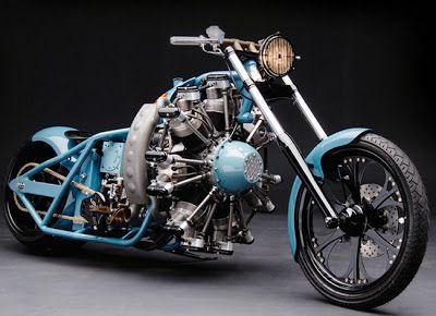 moto custom estrema con motore radiale o stellare: la belva ha un motore a 7 pistoni radiali della Rotec 2.800cc