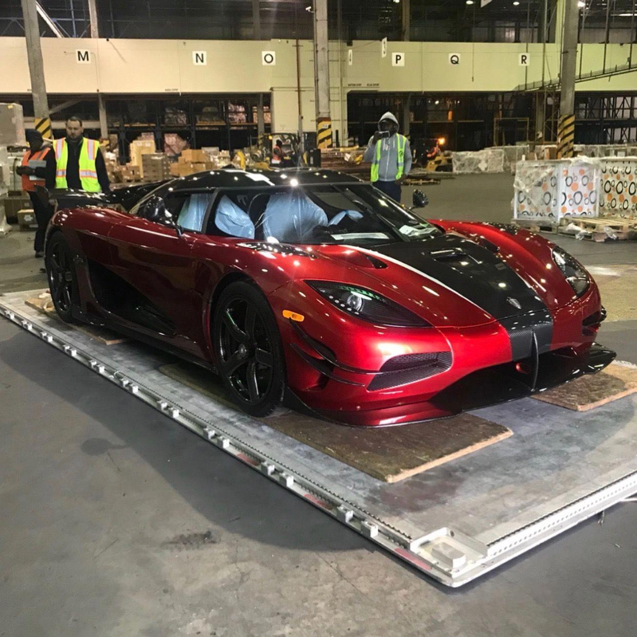 Lamborghini Agera R: The Crazy Koenigsegg Agera