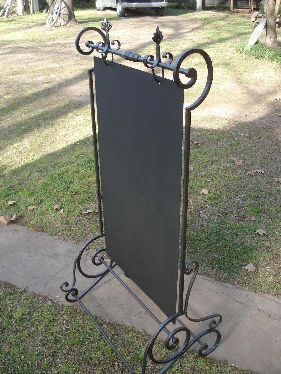 Campo chico cartel pizarra realizado a partir de rejas for Puertas de madera y hierro antiguas