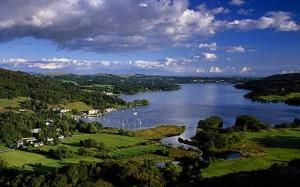 A view of Lake Windermere and Waterhead Bay in Ambleside in the Lake District National Park, UK