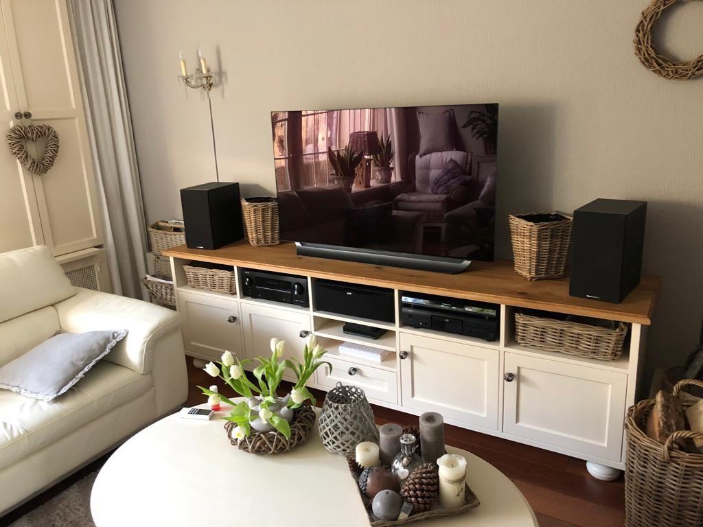 Tv Kast Klassiek Eiken.De Roomwit Gelakte Tv Kast Heeft Een Geolied Eiken Bovenblad