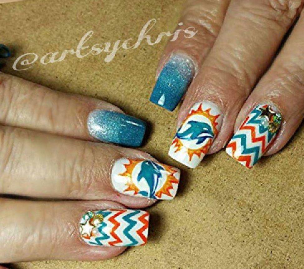 Freehand nail art by Christine (artsychris) Instagram