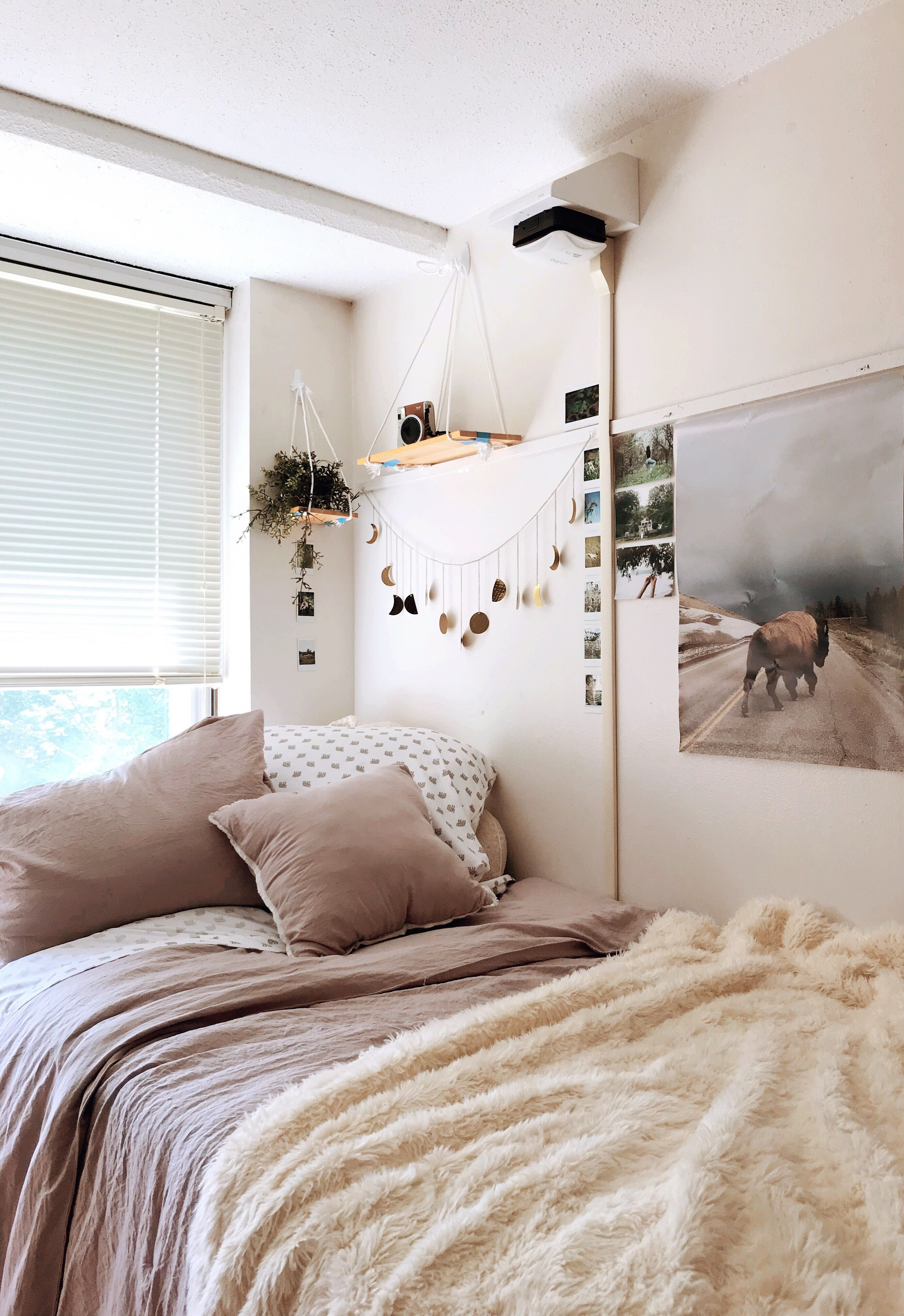 Boho Minimal Dorm Room Inspired By Urban Outfitters Color Scheme Boho Dorm Room Bedroom Color Schemes Dorm Room Inspiration