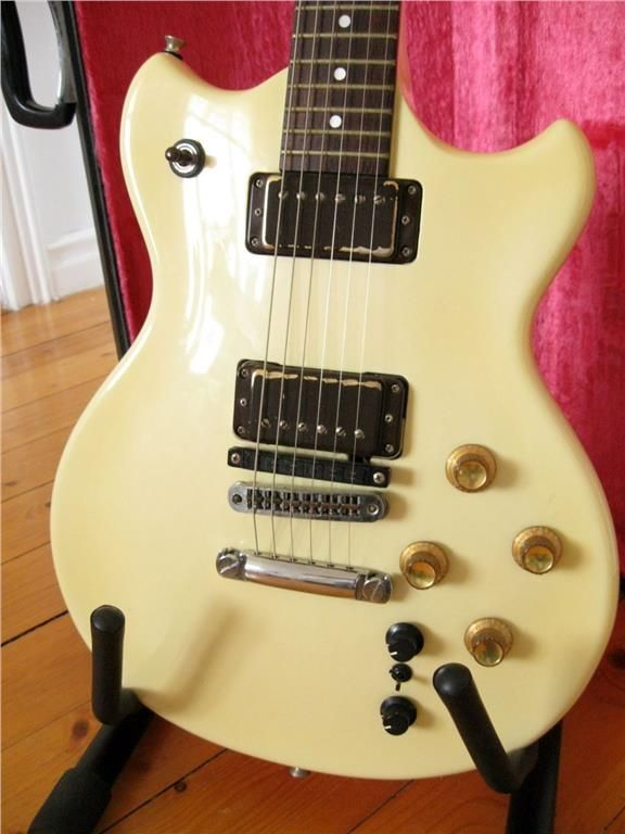 GR-700 synt+ G-303W gitarr+ PG200+ case och fodral+ minnen+