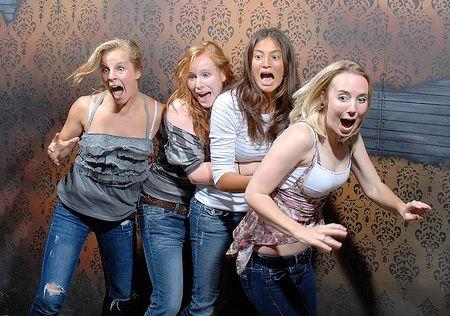 Las chicas están asustadas.