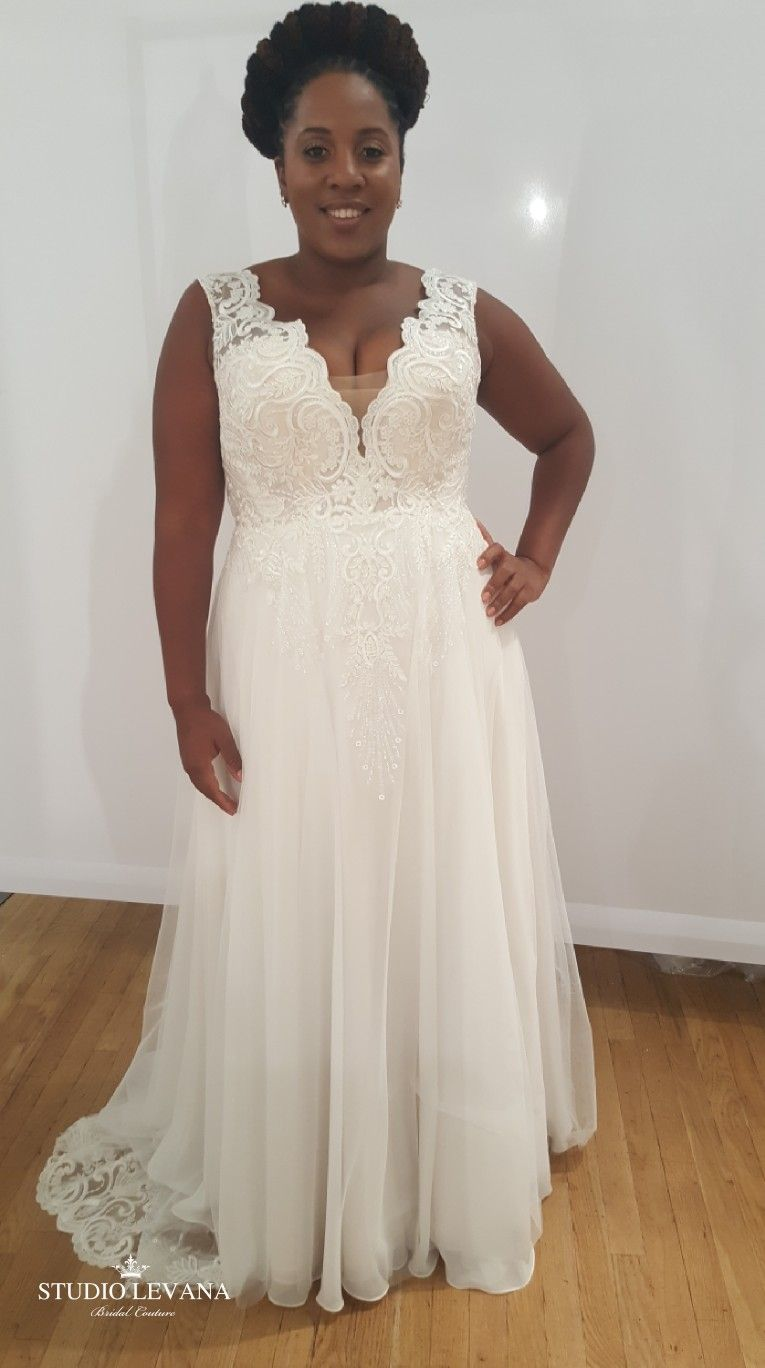 Plus Size Wedding Gown With V Neck And Tulle Skirt Tracie Studio Levana Curvy Bridesmaid Dresses Wedding Dresses Bridesmaid Dresses