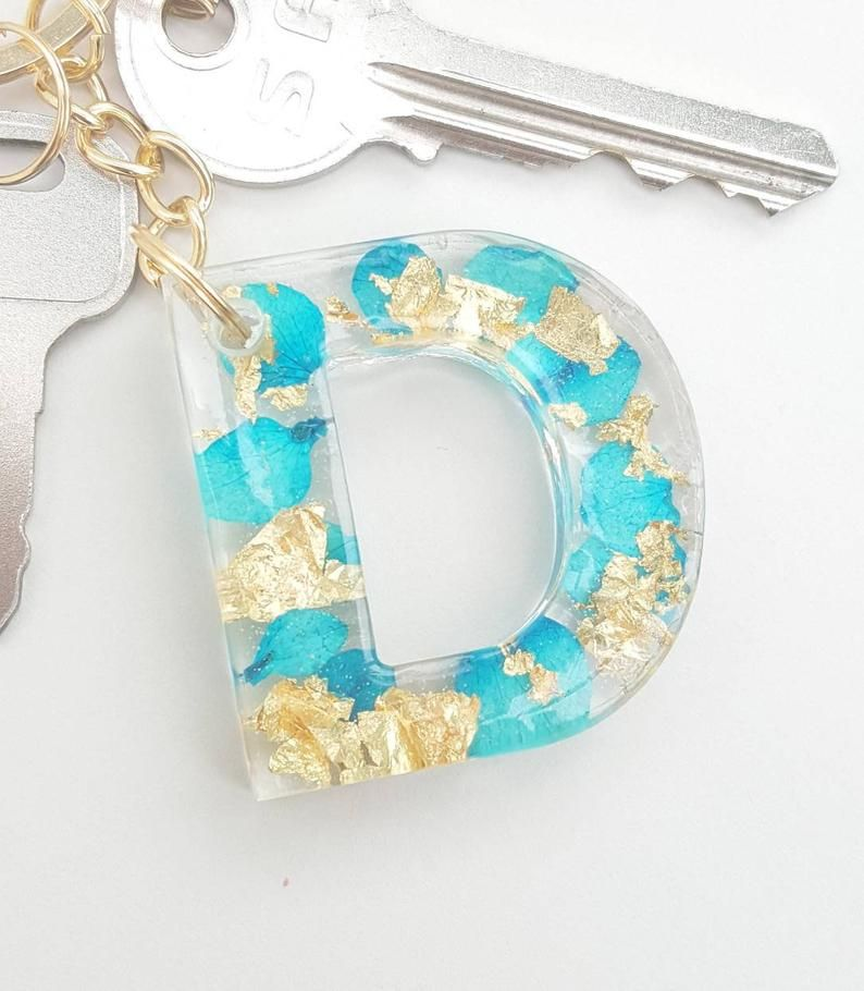 4 Flower pendants  blue and pink resin F3