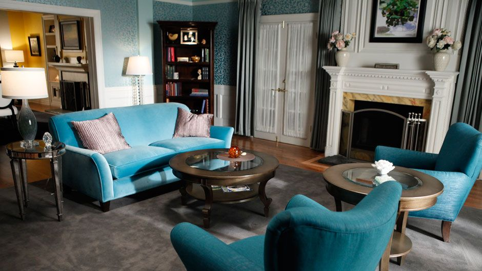 Brees living room movie interiors pinterest for Teal wallpaper living room