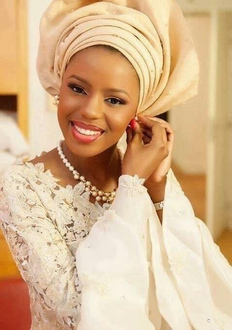 Nigerian beauty Coiffure avec foulard, Mariée noire et