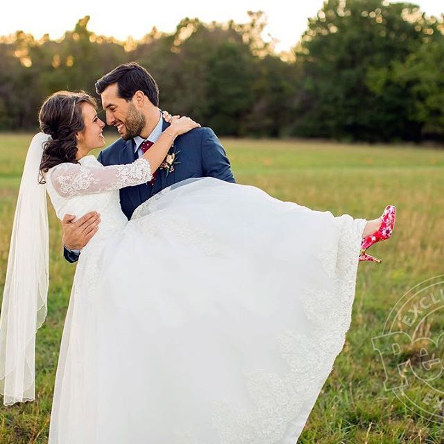 We Finally Have Some Wedding Photos To Share With Y All Jeremyandjingersayido Cutest Jinger Duggar Wedding Duggar Wedding Duggars