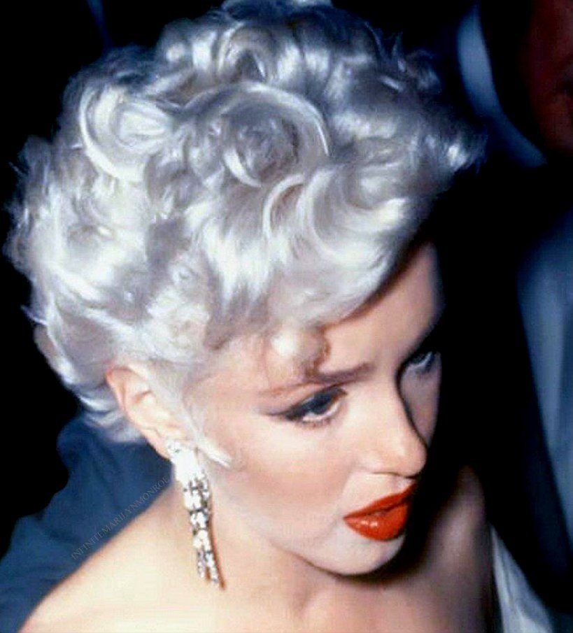 Marilyn Monroe At The Premiere Of The Seven Year Itch 1955 Marilyn Monroe Photos Rare Marilyn Monroe Blonde Bombshell