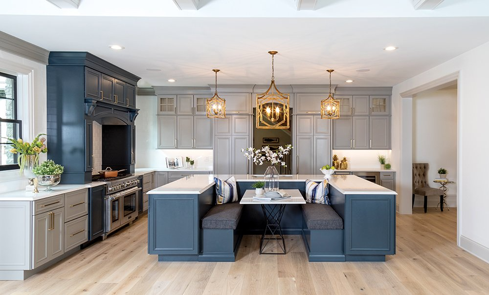 Hosting large groups is a breeze in a knockout Frontenac kitchen designed by Anne Boedges