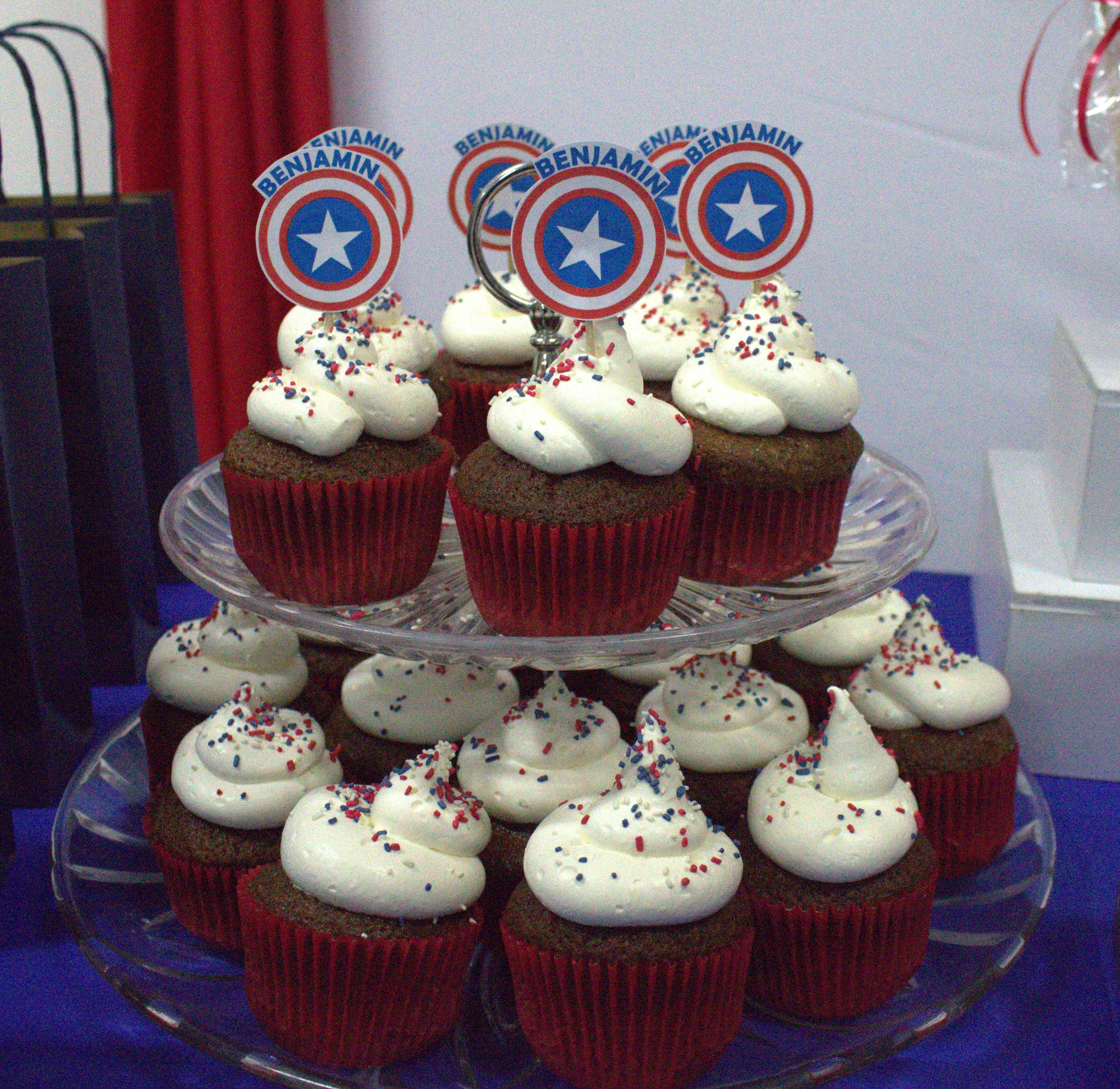 Ideas Para Decorar Galletas Cupcake De Chocolate Y Crema De Capitan America Para La