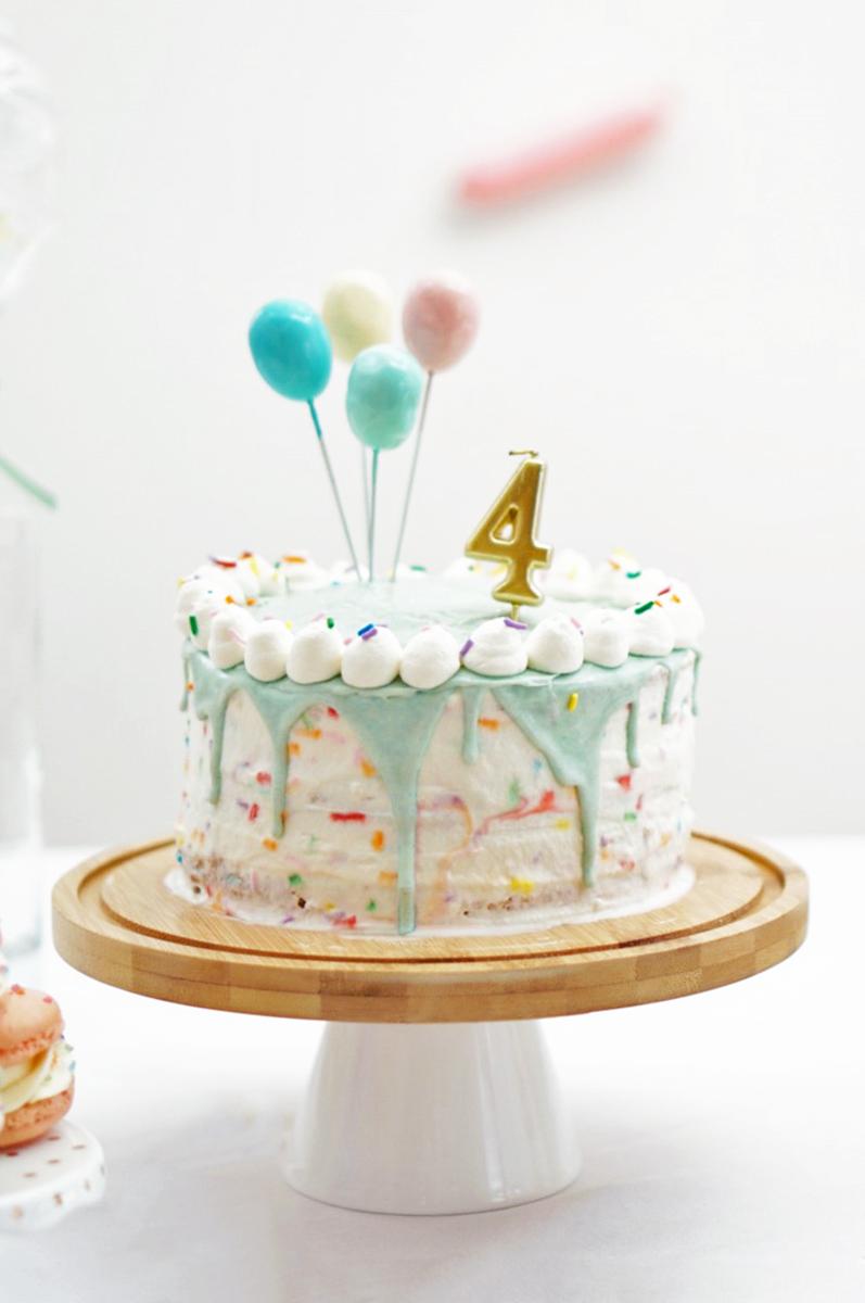 ペイントケーキ から ドリップケーキ まで 人気のキッズケーキ5選 Arch Daysケーキ ケーキトッパー バースデー 海外パーティー Party Arch Days お祝いのケーキ 花びらケーキ ハーフバースデー ケーキ