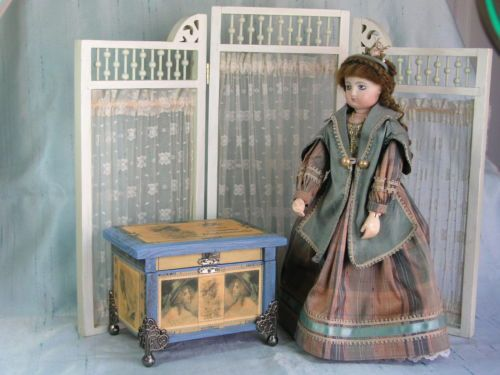 French-Fashion-with-Doll-Trunk