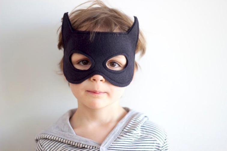 free batman felt dress up mask kost me basteln n hen. Black Bedroom Furniture Sets. Home Design Ideas
