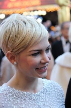 7 Short Hair Cuts You Could Try Right Now!
