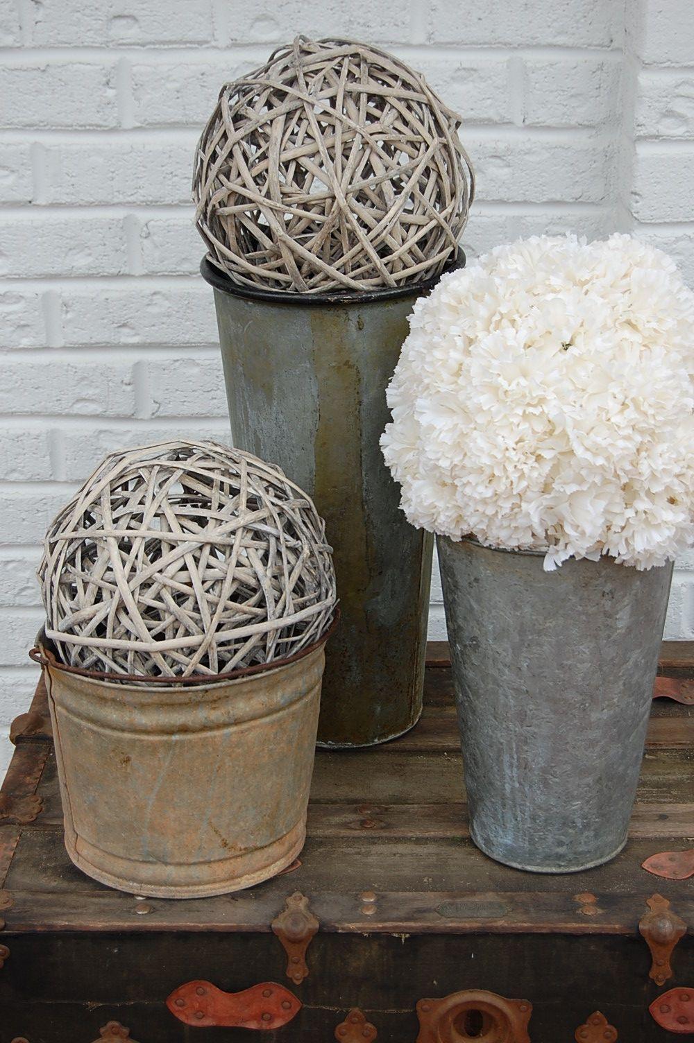 Wedding decoration ideas rustic  Rustic Wedding Centerpiece Ideas  Select your favorite flower or