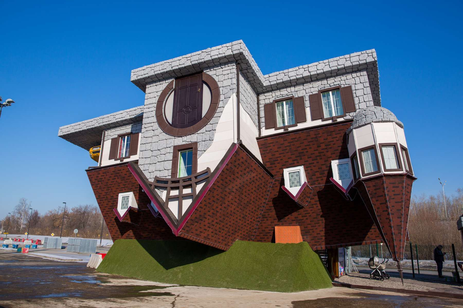 трижды картинки дом вверх ногами обязательная часть любого