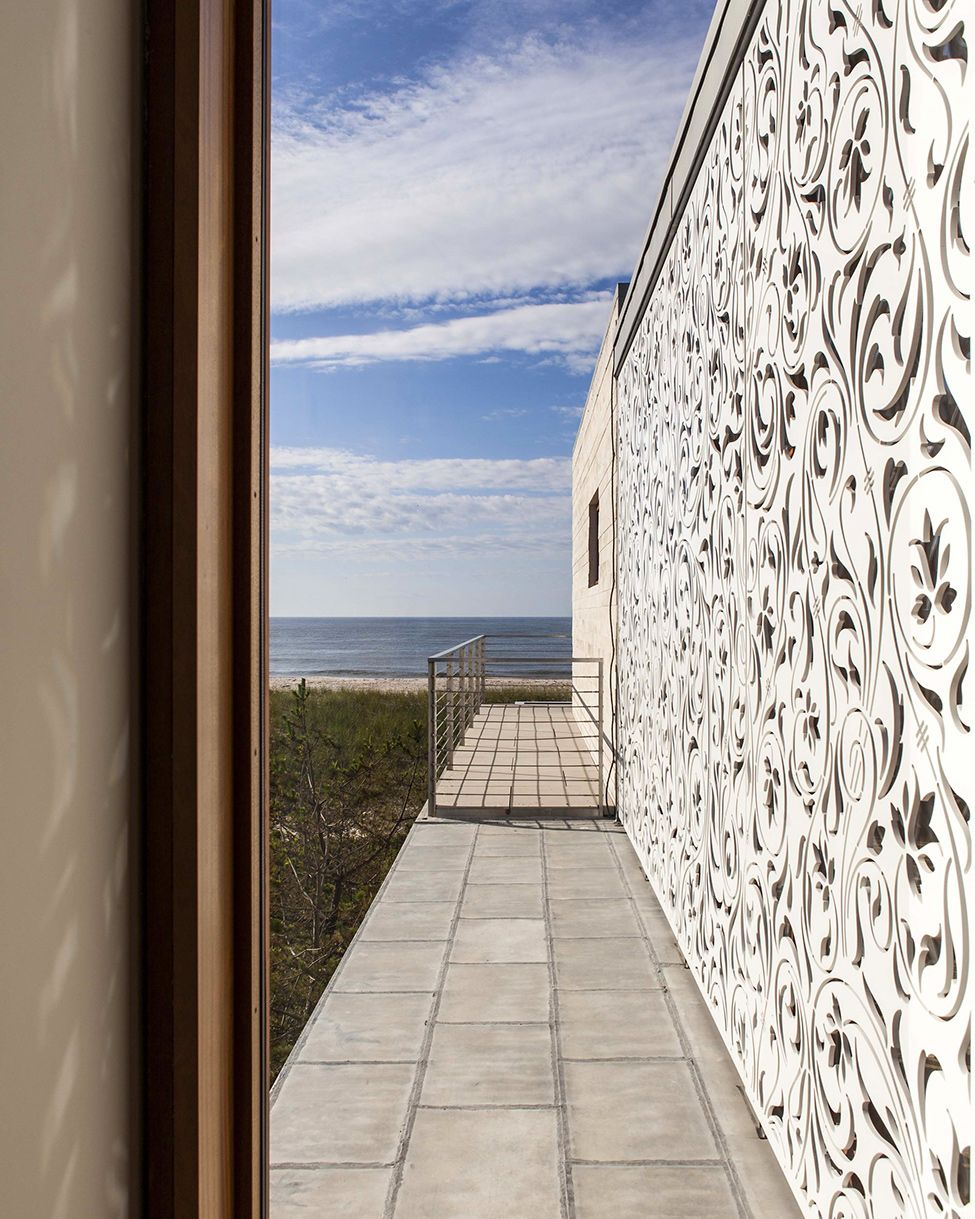 Amazing View  Overlooking the Atlantic Ocean: Breathtaking Beach House by Aamodt Plumb Architects