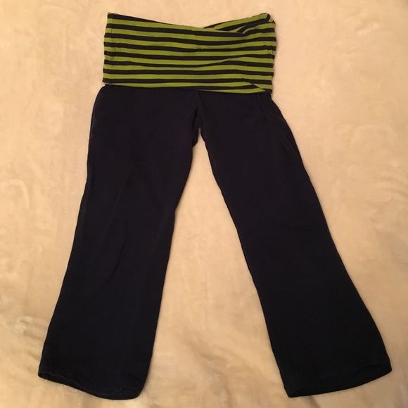 53031a17b197e Mossimo yoga pants Mossimo from target cropped yoga pants size XS navy blue  and green Mossimo Supply Co Pants Capris