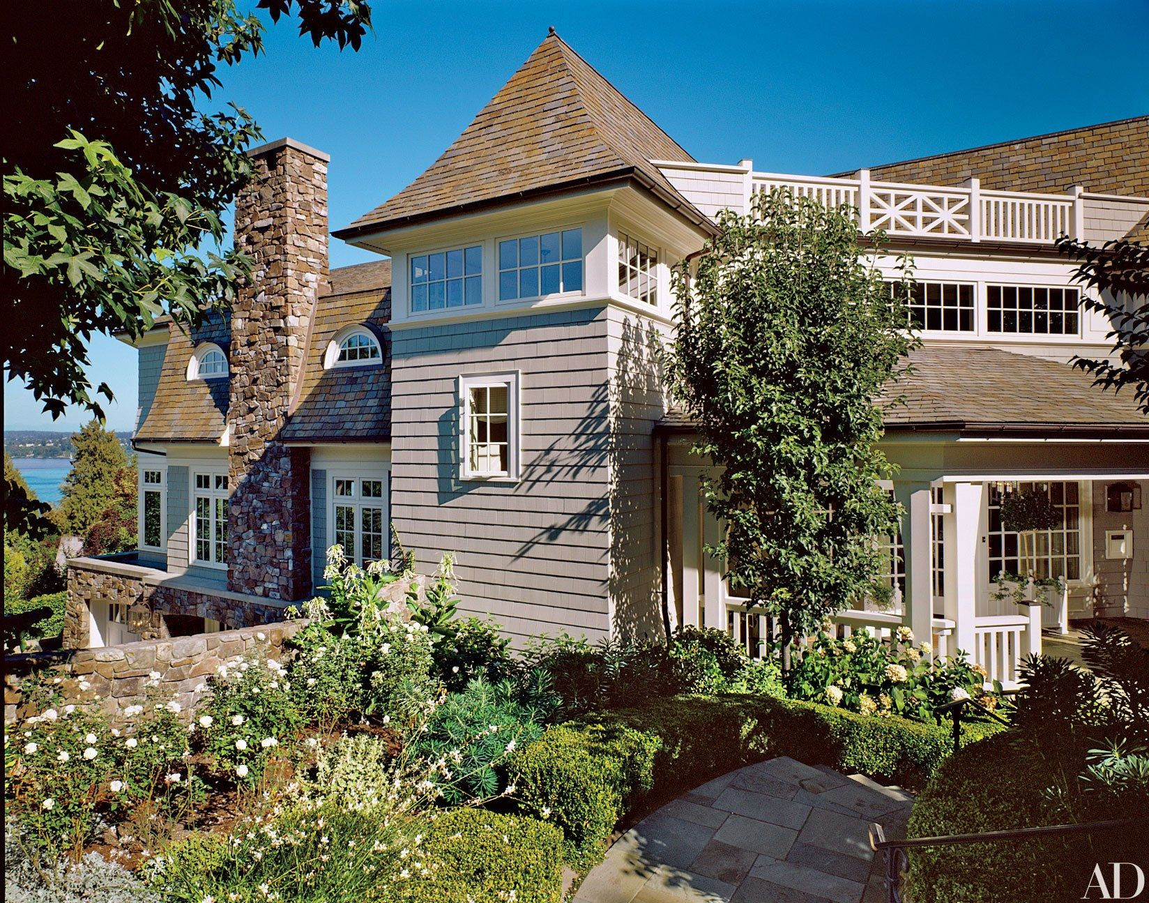 Best 26 Beautiful And Beachy Shingle Style Homes 400 x 300