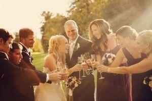 Happy bride at a fall wedding // Mariée souriante à un mariage d'automne