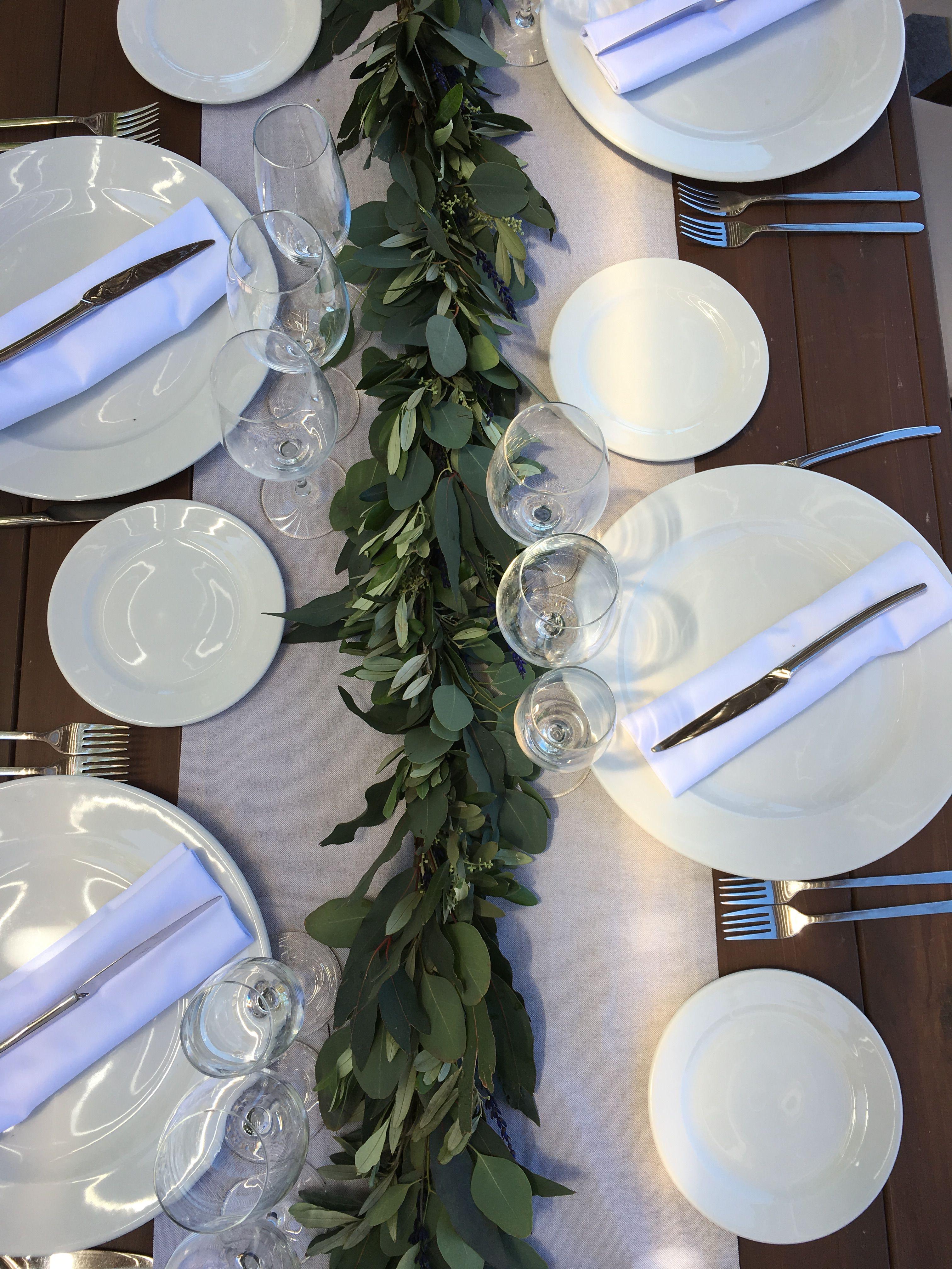 Decoración mesa imperial. Guirnalda de eucaliptos, olivo y lavanda. #flowergarland #greengarland #tabledecoration #wedding #spanishwedding #rusticwedding #casafelix #boda #decoracionboda #sitges #sitgesbodas #weddingsitges #mediterraneanwedding
