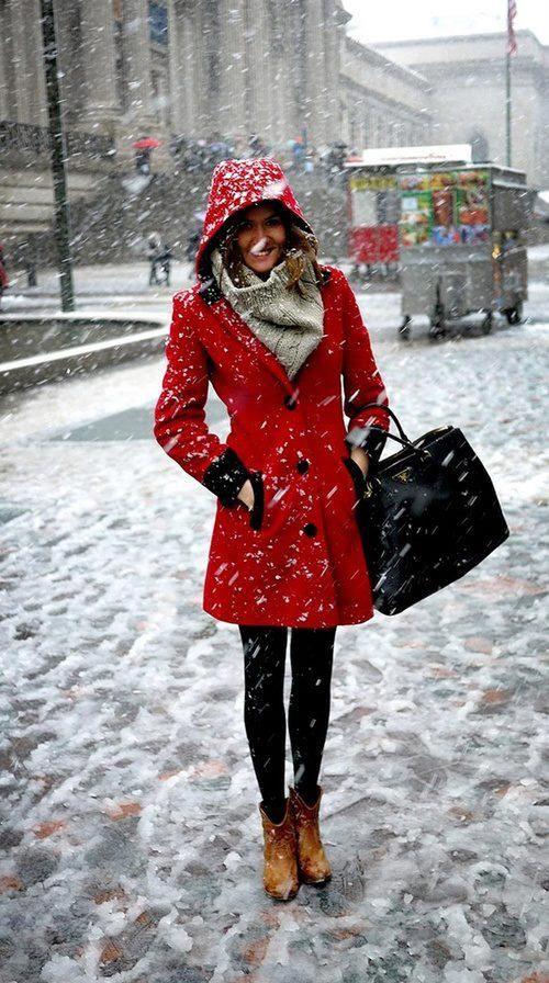 Roter mantel welcher schal