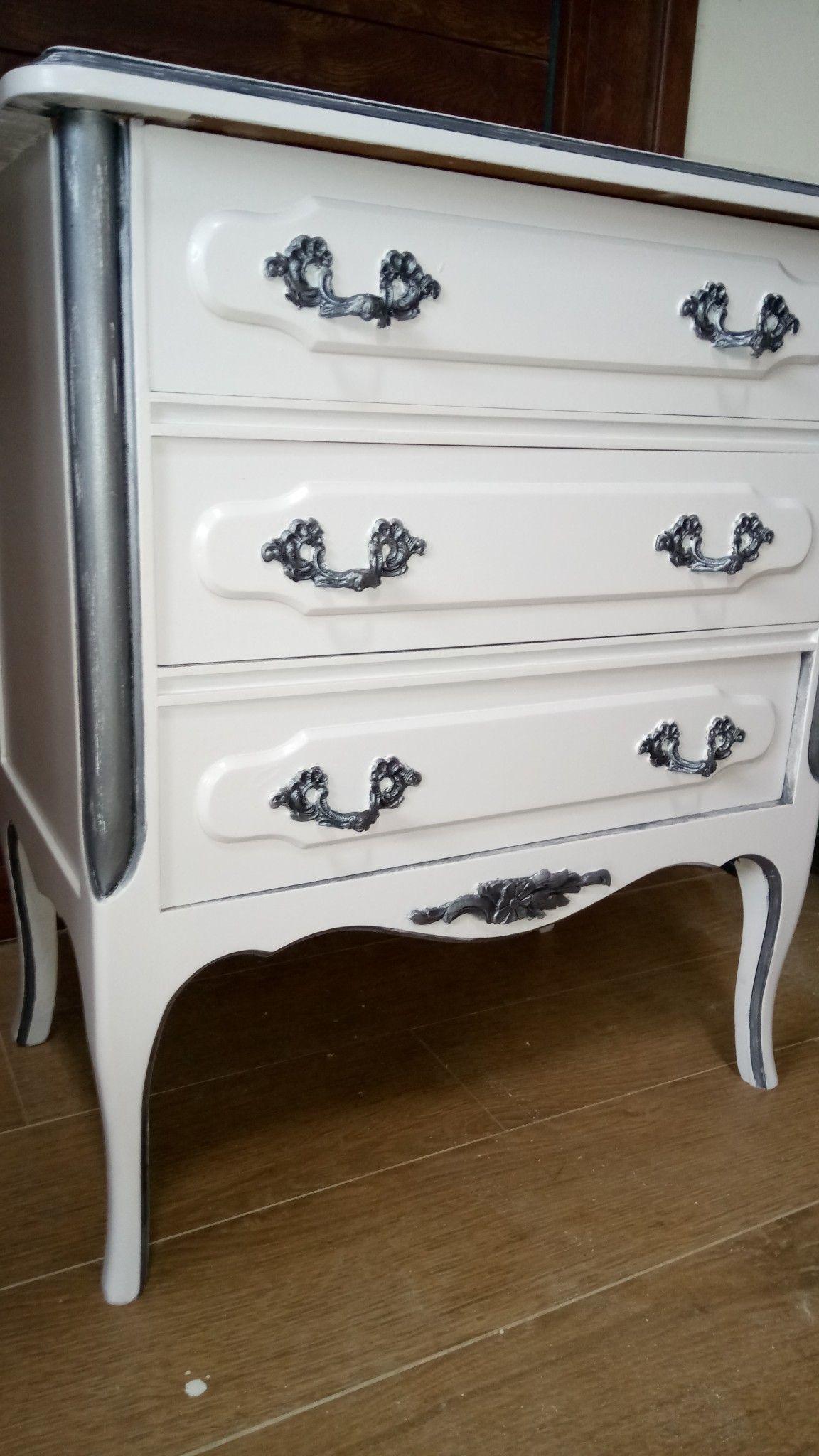 Mesilla de noche pintada en blanco y plata. | Mis trabajos ...
