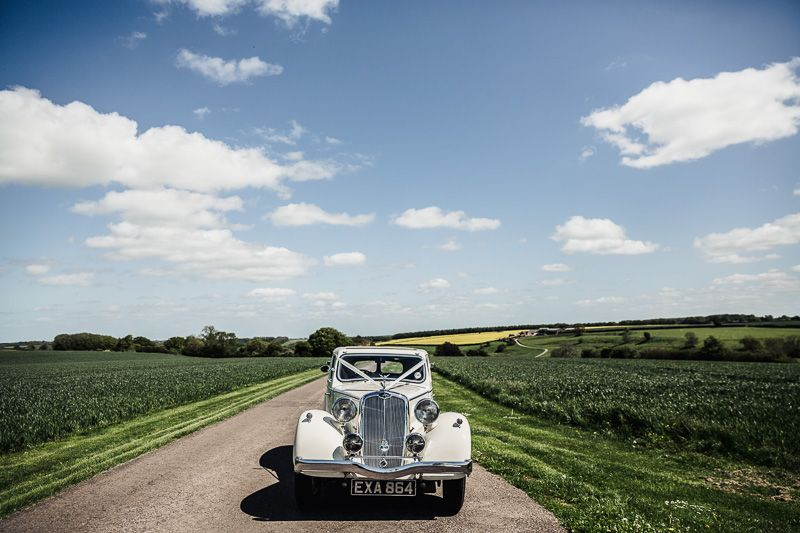 https://uk.pinterest.com/SamJanePhoto/kingscote-barn-weddings/