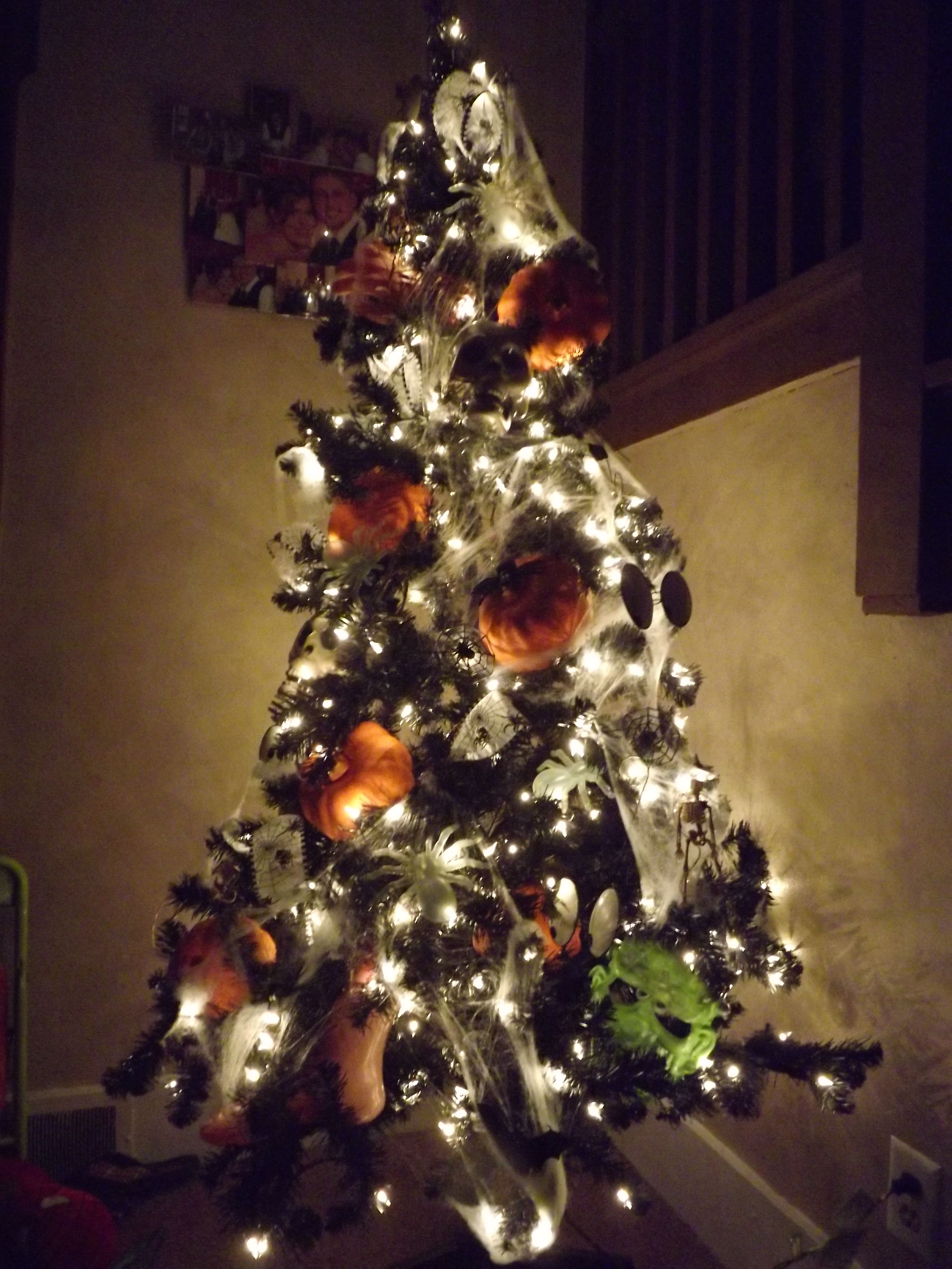 Halloween Treepumpkins and cob webs Tree Pinterest - halloween tree decoration