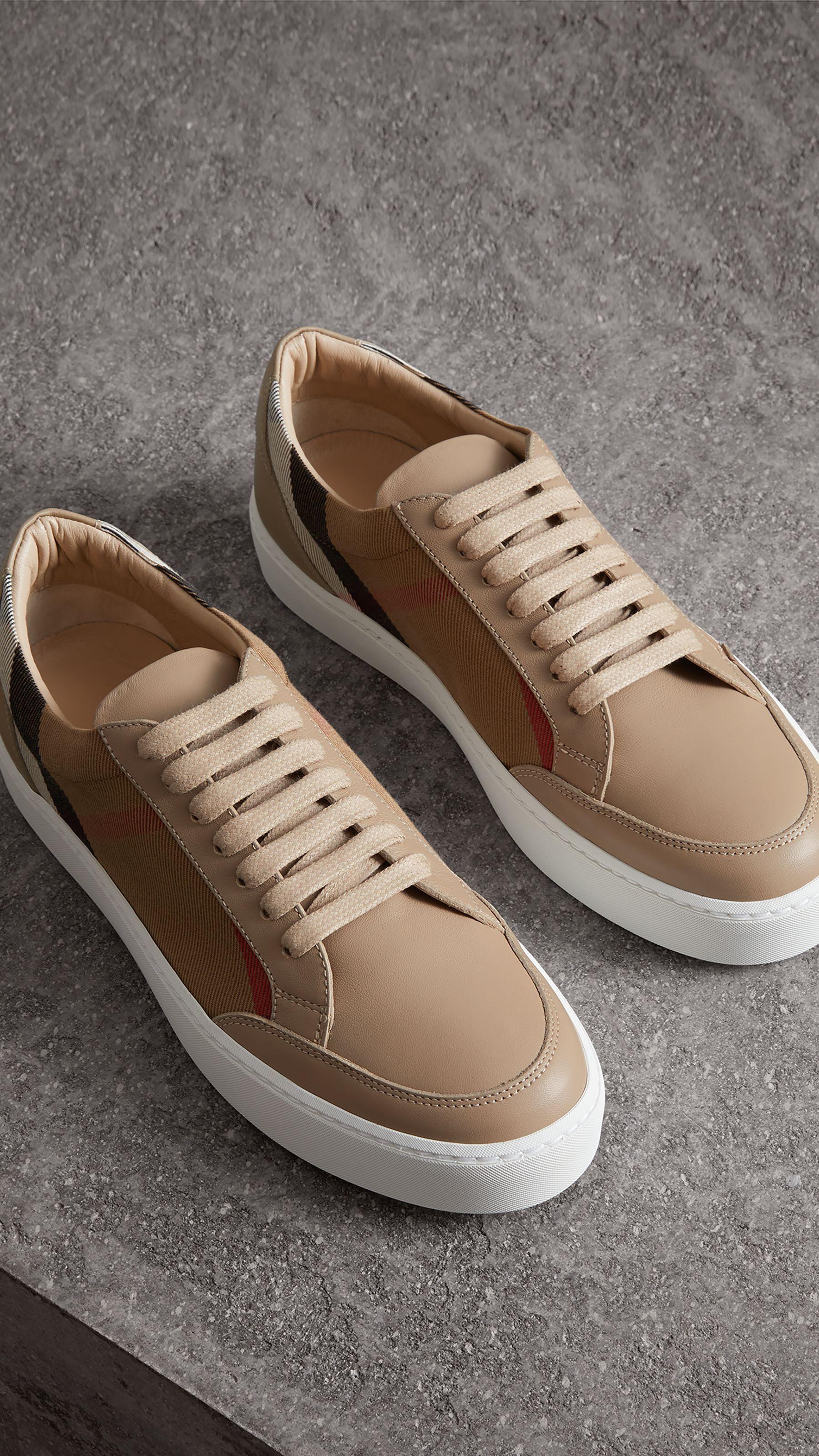 239f3ca76f9 Sneakers en cuir avec détails check (House Check nude) - Femme ...