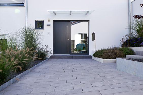 heim galabau moderne gartengestaltung am hang haus pinterest galabau heim und au enanlagen. Black Bedroom Furniture Sets. Home Design Ideas