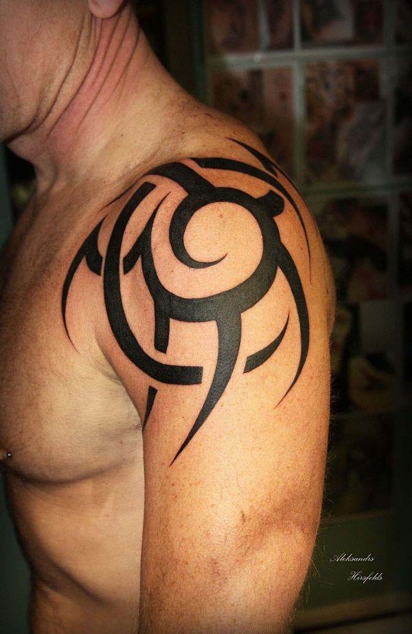 40 Schulter Tattoo Ideen Fur Manner Und Frauen Berlinroots Tribal Tattoos For Men Cool Tribal Tattoos Mens Shoulder Tattoo