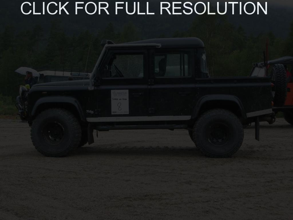 Land Rover Defender black #10