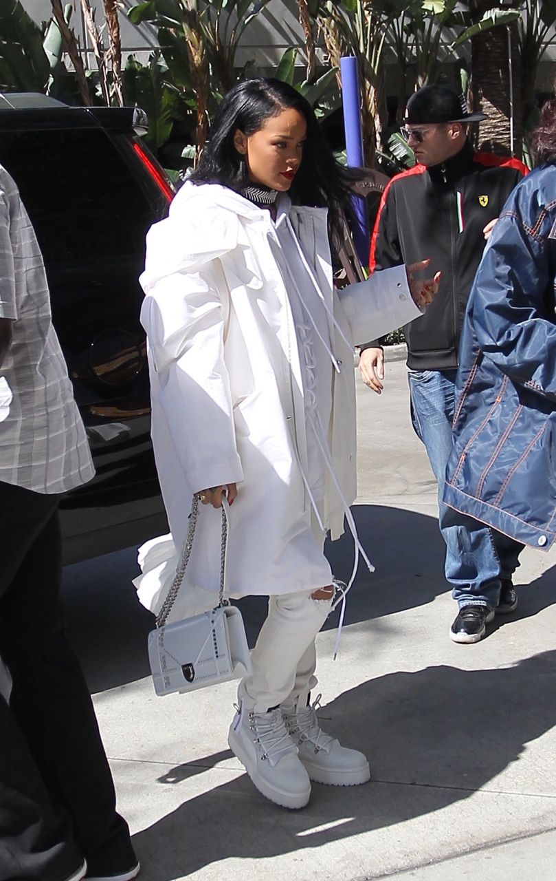 """4fb0e0c20 March 6: Rihanna arriving to the """"Staples Center"""" in Los Angeles ..."""