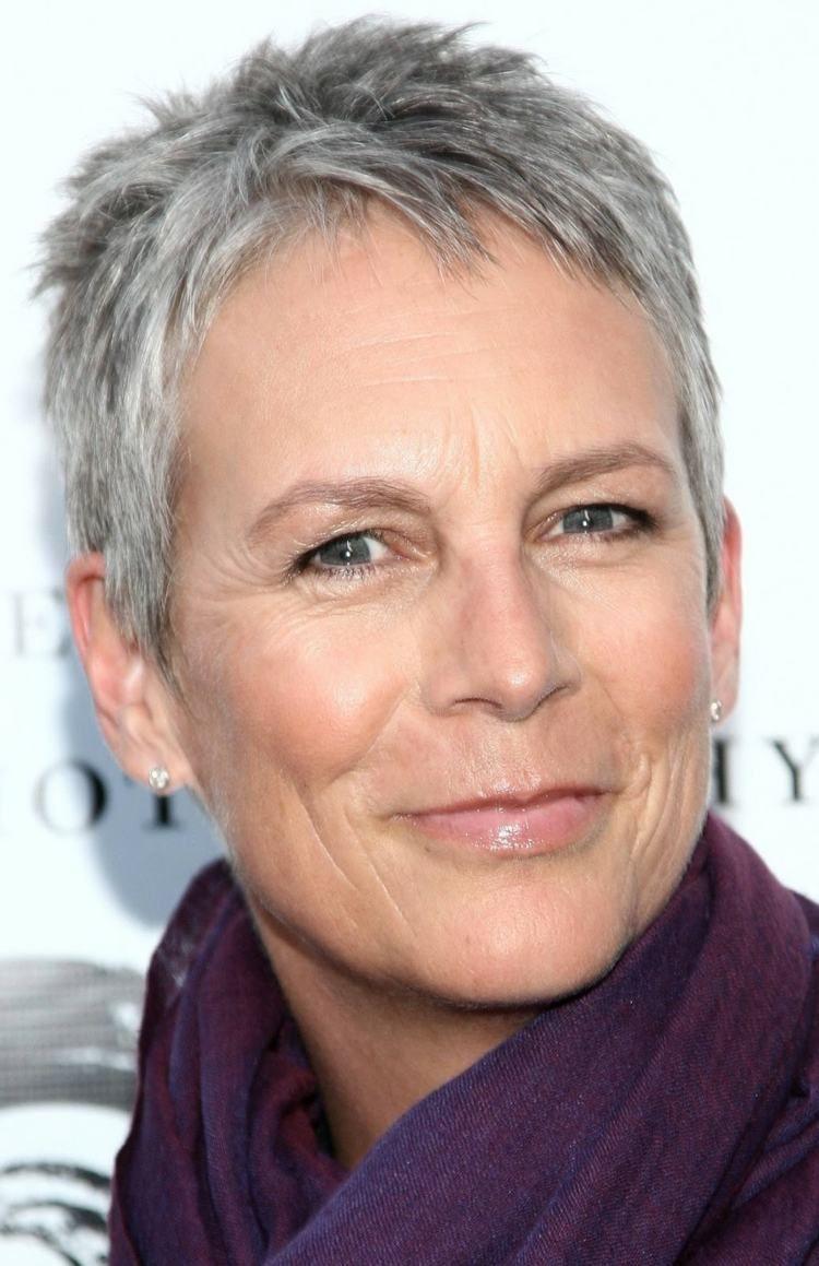 coupe courte femme 60 ans cheveux gris