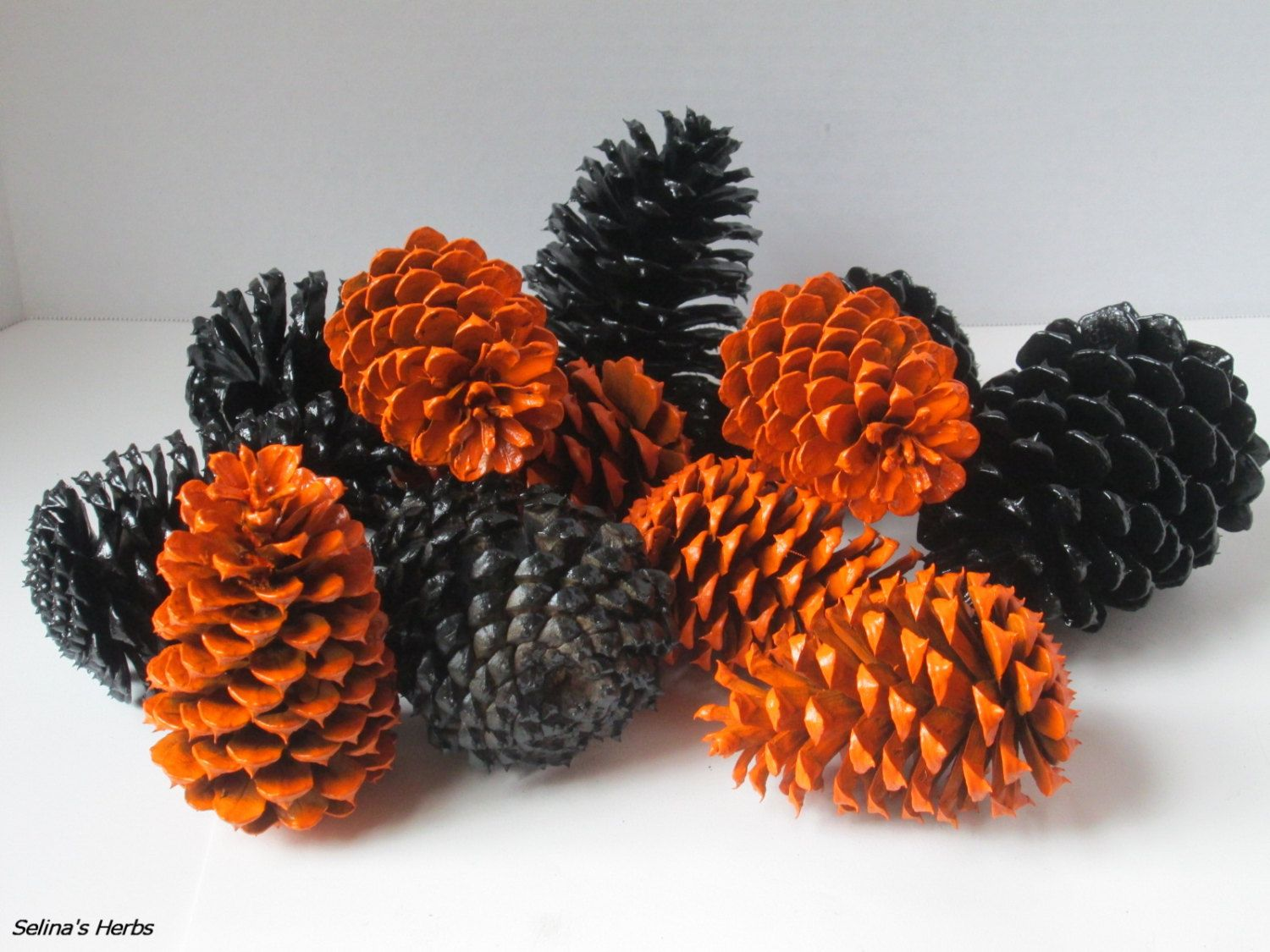 Black And Orange Pine Cone Decor For Holiday Party Etsy Fall Halloween Decor Pine Cone Decorations Halloween Floral Arrangements
